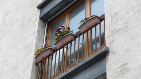 balcon, tisons