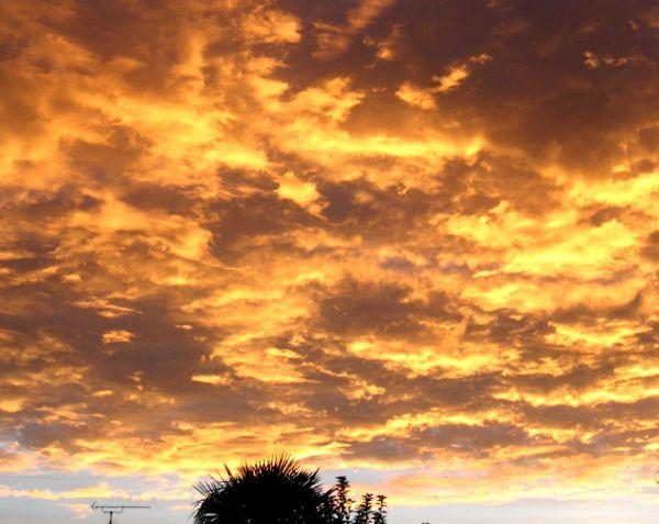 Et le ciel qui flamboie